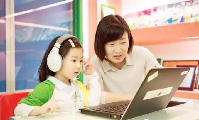 总说自己孩子英语不好?外教教你孩子英语!